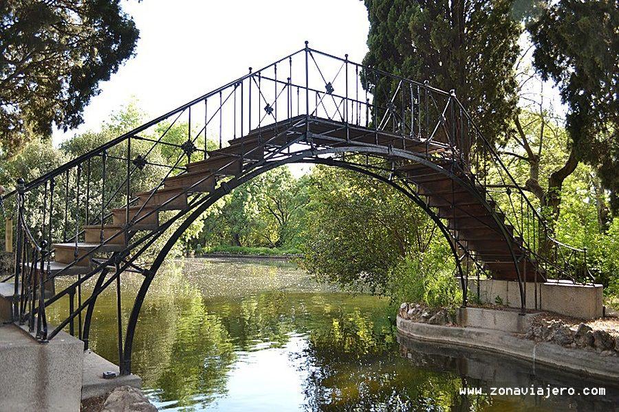 Puente del lago