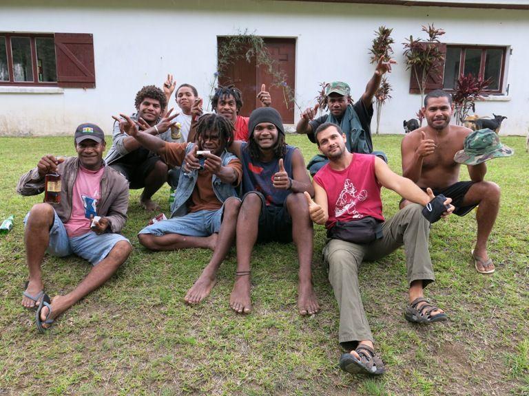 Jóvenes de una tribu Kanak (Nueva Caledonia). Foto por Ubay Serra