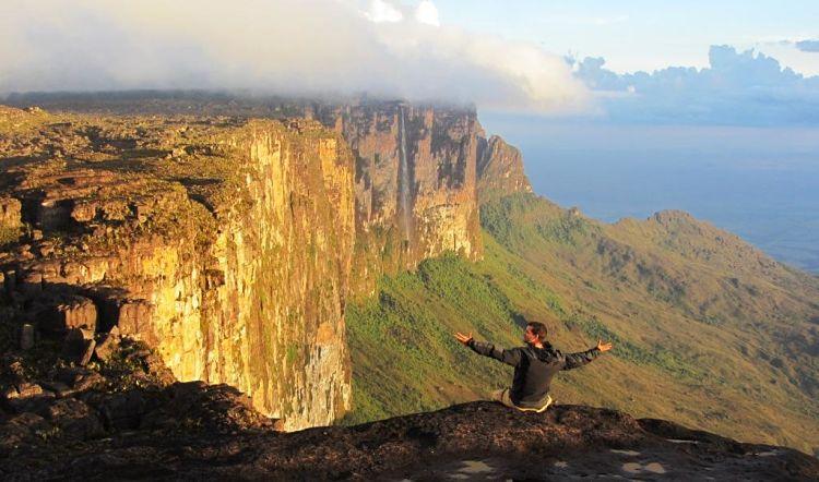 Ubay Serra Viaje a la Esencia Vivir y Viajar