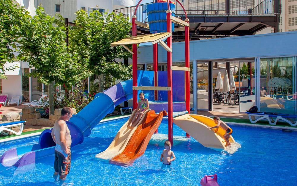 Qu hacer en gand a con ni os adem s de ir a la playa zona viajero - Hotel piscina toboganes para ninos ...