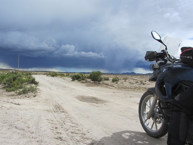 viajar en moto playa