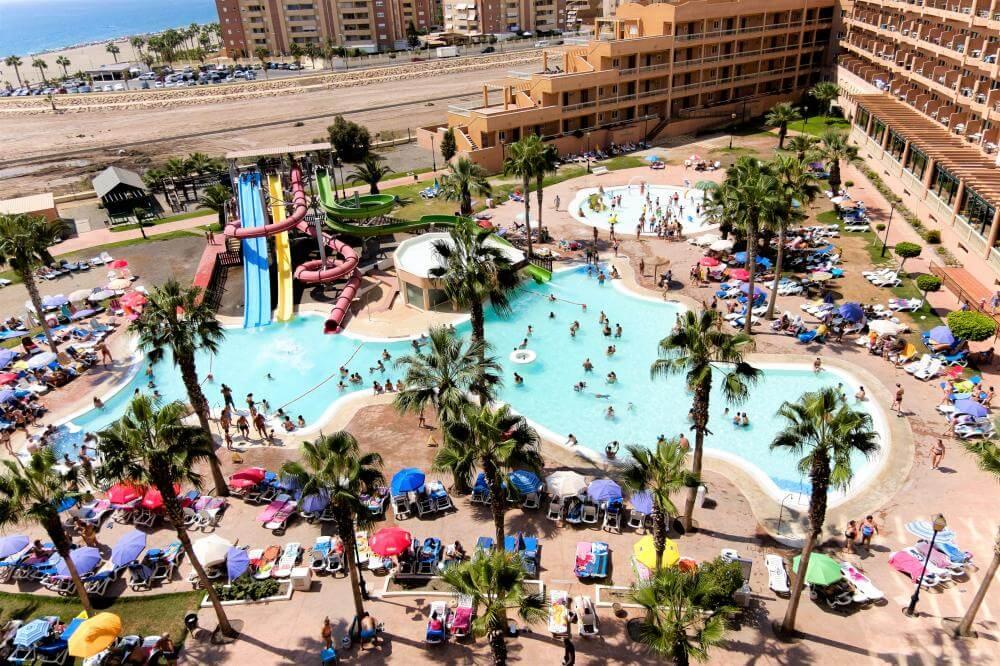 Hoteles con toboganes para familias en Roquetas de Mar