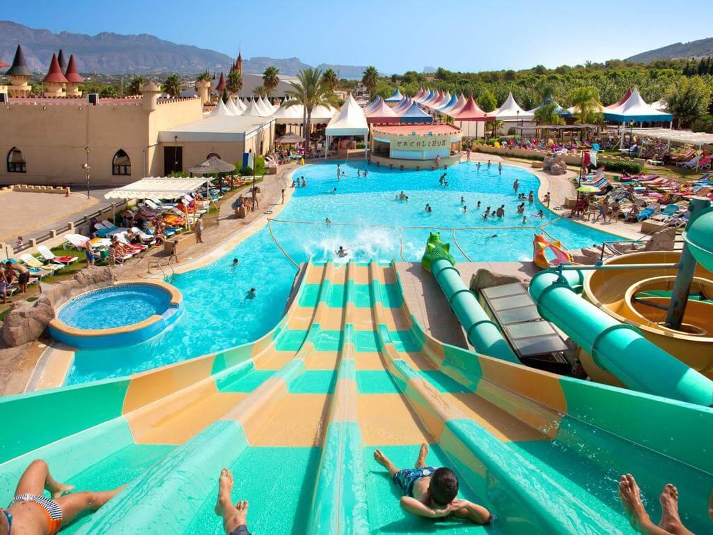 Hoteles con toboganes para familias en Alicante