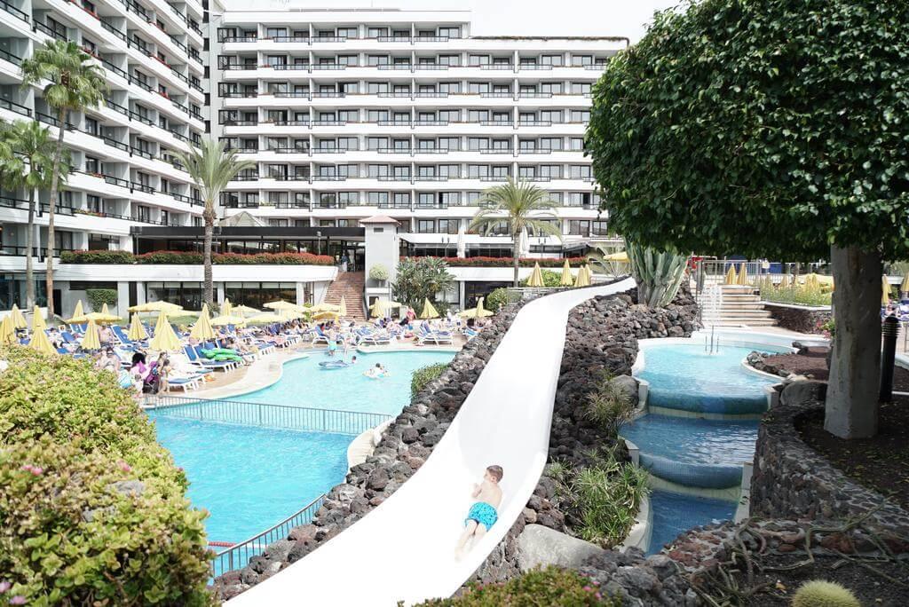 hoteles con piscina y toboganes para ninos en tenerife