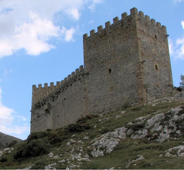 castillo de argueso cantabria