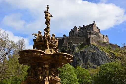 Vista del castillo de Edimburgo desde los jardines de Princes St