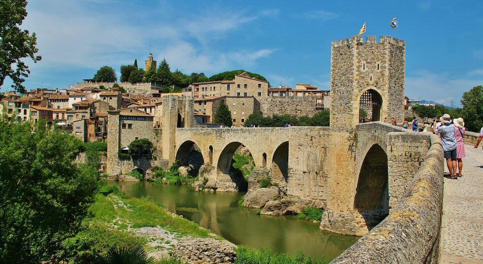 besalu pueblo medieval girona