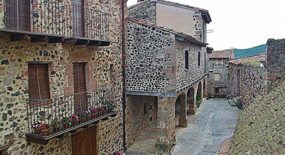 santa-pau-pueblo-medieval