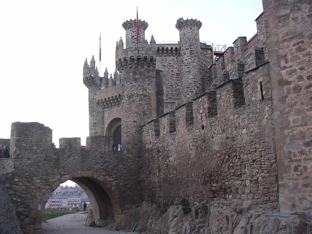 León-castillo-de-los-templarios