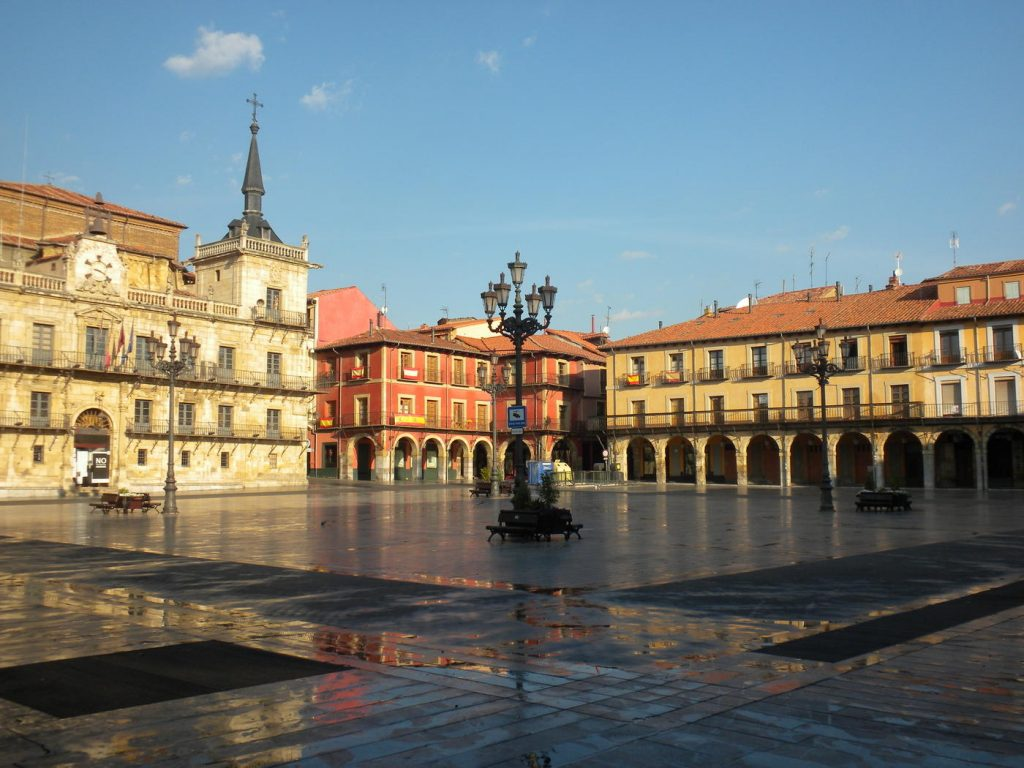 León-plaza-mayor