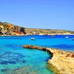 Ruta en barco por las calas más aisladas de Ibiza
