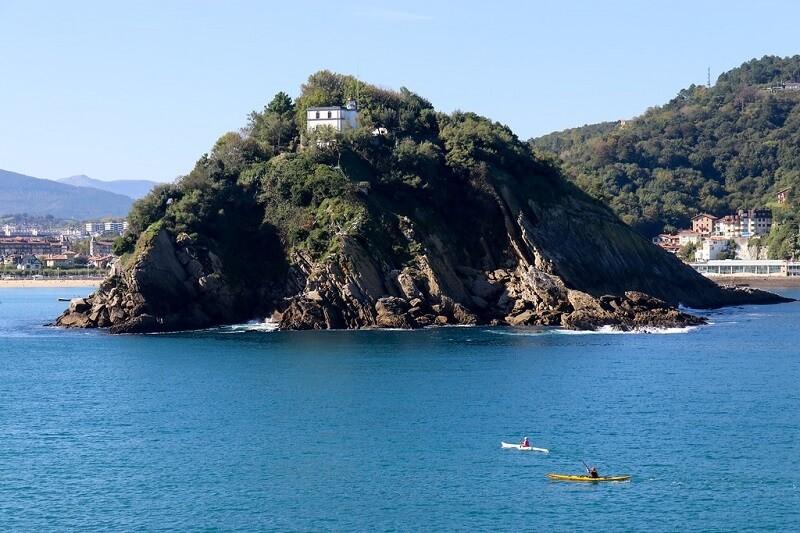 Isla de Santa Clara y el encanto de la bahía de La Concha